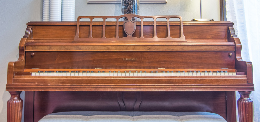 Home Living Room Piano