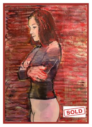 Jonge vrouw in rood licht