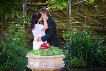 garden kiss 1.jpg