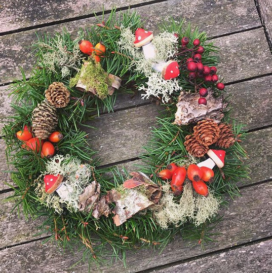 My home made forager's wreath with fir, larch cones, lichens, rosehips, hawberries, silver birch bark #foraged #Christmas