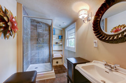 043_Guest Bathroom