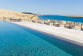 Pool and dunes, all in one view