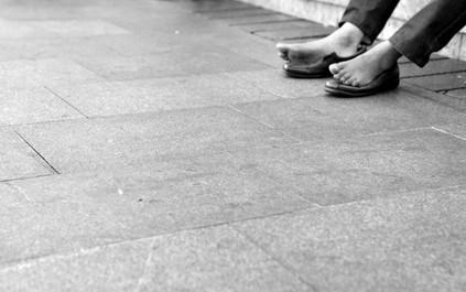 Descalzo en la Plaza