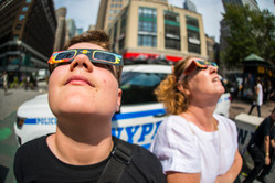 Observing the solar eclipse