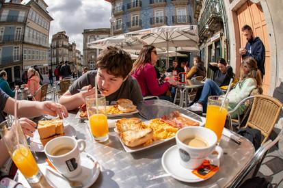 Café da Manhã No Largo São Domingos