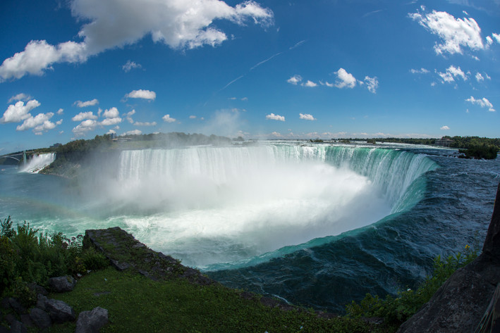 The Horseshoe Falls - by Theo