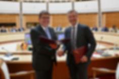 Felix Zimmermann und Sergey Novitskiy bei der ersten Sitzung des Deutsch-Belarussischen Unternehmerrats in Minsk am 1. Juni 2017.