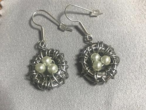 Birds' nest earrings in silver tone