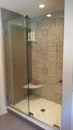 Essence slider at shower closed
