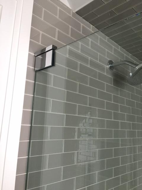 Pivot hinge, glass to wall