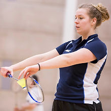 badminton-woman-preparing-to-serve-2.jpg