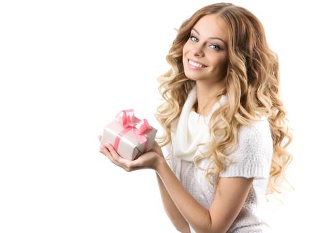 7 универсални идеи за подарък за дами с къдрава коса