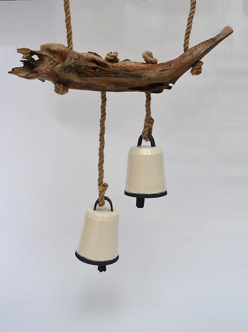 Campanas + tronco de fondo de lago