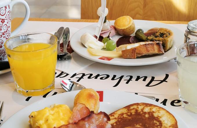 Pancakes-oeufs-lard + vue buffet.jpg