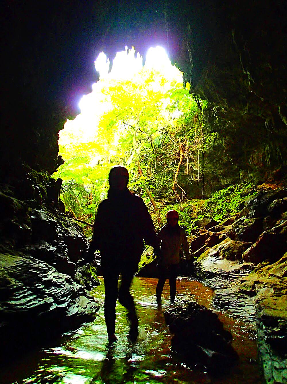 石垣島旅行・西表島で人気No1のSUPツアーで2018年最高の島旅を!ケンガイドおすすめSUP秘境パワースポット巡りやシュノーケル・キャニオニングなど遊びは自由自在!女子旅行・学生旅行・家族旅行で観光アクティビティSUP体験を、西表島でSUP遊びを満喫しよう。