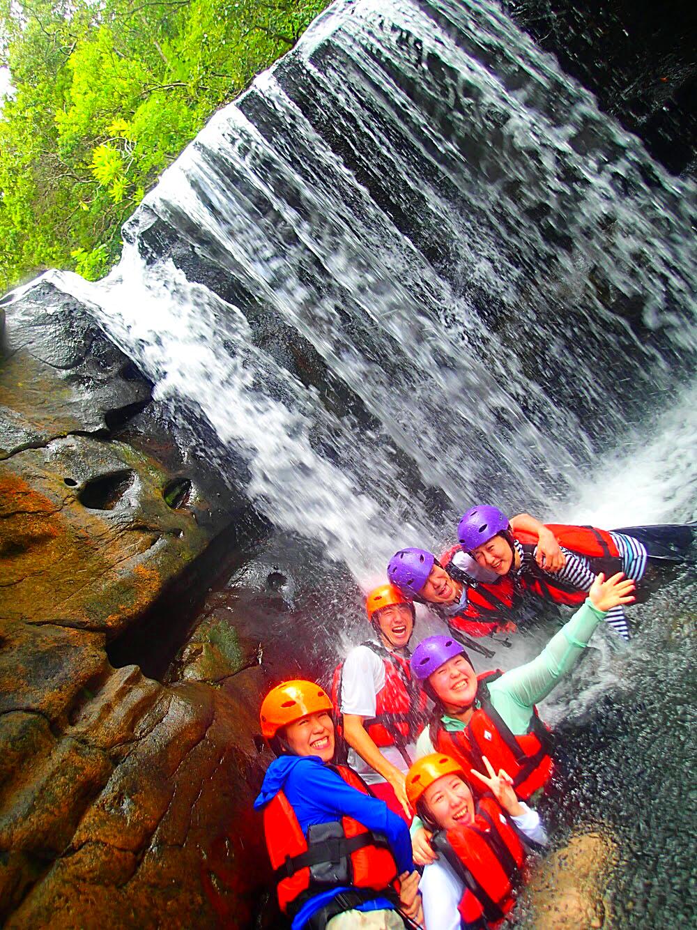 石垣島旅行・西表島で人気No1のSUPツアーで夏休み最高の島旅を!ケンガイドおすすめSUP秘境パワースポット巡りやシュノーケル・キャニオニングなど遊びは自由自在!女子旅行・学生旅行・家族旅行で観光アクティビティSUP体験を、西表島でSUP遊びを満喫しよう。