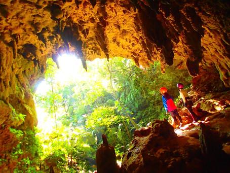 西表島で鍾乳洞探検・ケイビングツアー