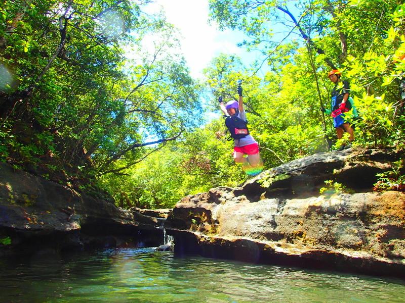 離島・石垣島旅行で遊ぶ・西表ツアーランキング人気のケンガイドがおすすめする観光アクティビティツアー、西表島ツアー人気のSUP・カヌー&トレッキング滝巡り、アドベンチャーボートで行くパナリ島シュノーケルツアーなど西表・石垣島旅行で遊ぼう!