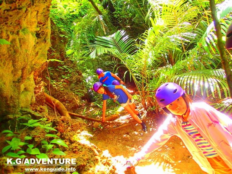 石垣島旅行・西表島で人気の遊び!半日アドベンチャーツアーで秘境の滝巡りを体験しよう!SUP・カヌー&滝巡りツアー、アドベンチャーボートパナリ島シュノーケルなど半日ツアーでお得な女子旅行割引・家族旅行割引など島旅を遊びつくそう。石垣島から日帰り参加もOK。