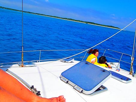 ヨットクルーズで心地よい海風に癒されよう〜八重山旅行・パナリ島シュノーケル