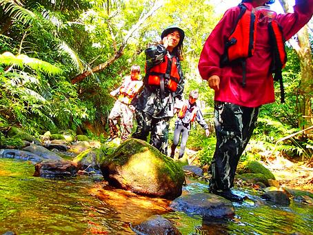 島旅で秘境の滝へトレッキングツアー体験