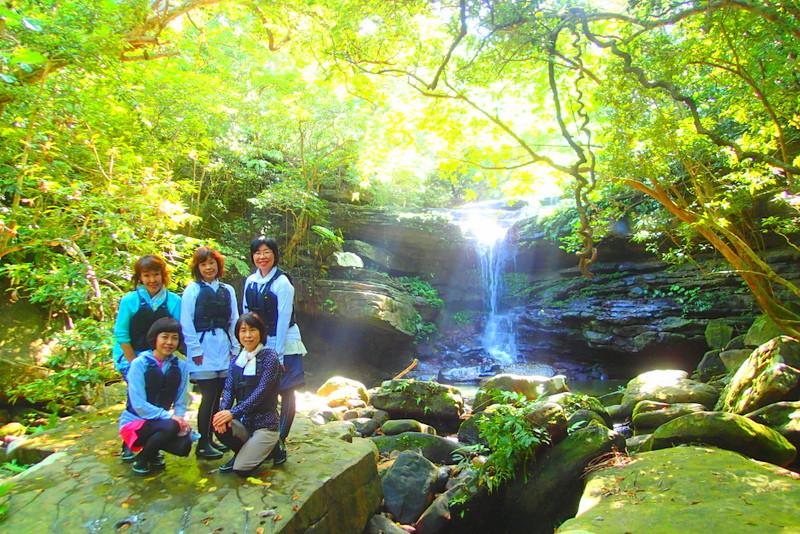 西表・石垣島旅行で西表おすすめツアー人気のケンガイドがおすすめする西表観光アクティビティツアー・SUPでマングローブ&ジャングル探検トレッキング滝巡り!シュノーケリングでニモに会おう!