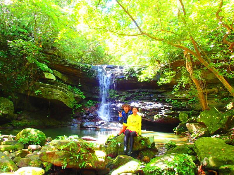 西表島観光するなら西表島ケンガイドがおすすめする人気のアクティビティツアーSUP・サップ&トレッキング体験、秘境の滝で遊ぼう!