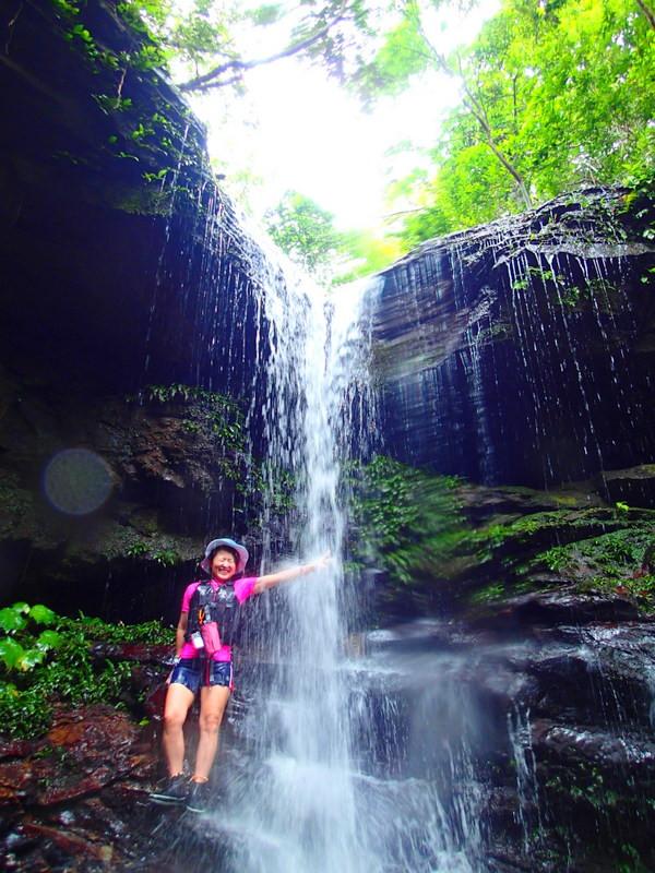 暑いので滝を浴びちゃいましょう!