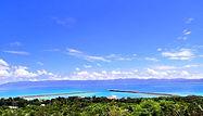 鳩間島(はとまじま):Hatoma Island 西表島の北側、周囲3.9km、面積0.98平方キロメートル、人口約60人。周囲の海は良い漁場です。タコやツノマタ(赤い海藻の一種)が島外に出荷されます。集落の後ろにある中森に灯台があります。ここからの眺め、雄大な西表島の地形を背景とした2つの島の間の輝く海と散らばるサンゴ礁の組み合わせは壮観です。西表島大原港から直接行く船はありません。西表島上原港から1日数便直接行けます。