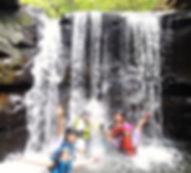 石垣島旅行・西表島で人気No1水遊びキャニオニング&神秘の鍾乳洞探検・ケイビングで西表島ケンガイドがおすすめする観光アドベンチャー!人気の水遊びキャニオニング、滝壺ダイブやウオータースライダーなど家族旅行・学生旅行・女子旅行を島旅で遊ぼう!