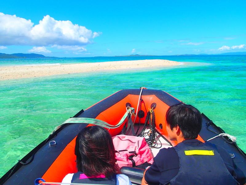 石垣島・西表島おすすめツアー八重山旅行の人気定番観光&アクティビティを格安オプショナルツアーでお得に島旅を、石垣島・西表島ツアーランキング人気のケンガイドがおすすめ観光スポット・アウトドア体験をご紹介、川平湾・平久保灯台・竹富島・由布島観光が人気です。西表島ツアーならSUP・カヌーで行くマングローブとジャングルトレッキングで滝巡りや、海で遊ぶならアドベンチャーボートで行くパナリ島シュノーケル・星砂の浜シュノーケリングがお得な割引プランで楽しめます。