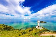 石垣島は、沖縄県八重山諸島の政治、経済、産業、交通の中心地となっている市である。沖縄県八重山事務所所在地であり、数々の島から成り立つ隣接自治体である竹富町役場も市内にある。 近年は、離島ブーム、ダイビングなどの海洋レジャーを目的に島外からの移住者が増え、人口が増加する現象が見られている。