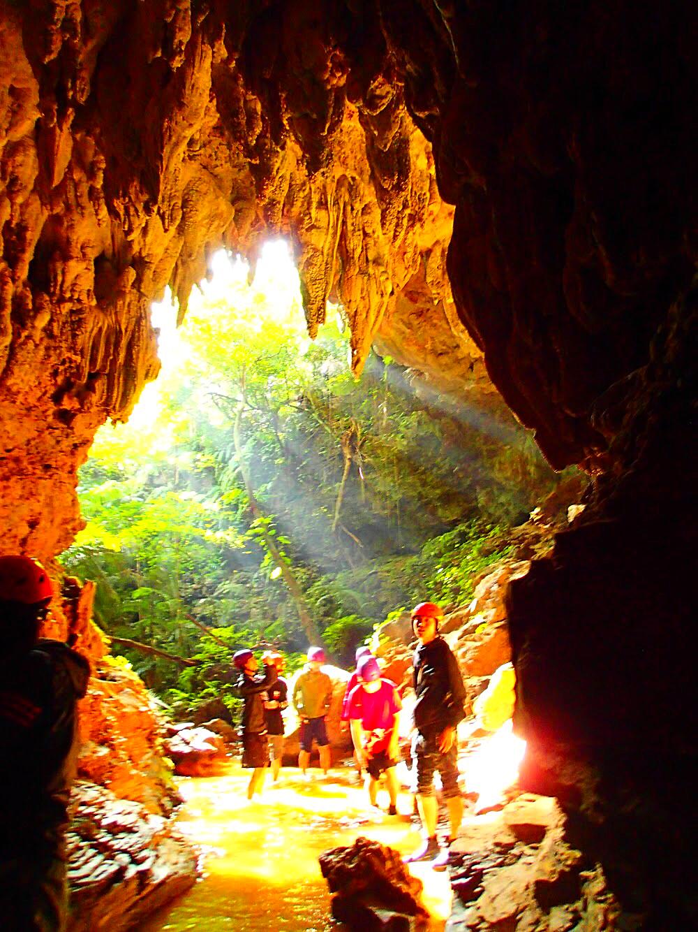 八重山諸島・西表島旅行で人気の西表島おすすめカヌー&ケイビングツアー・西表島ケンガイドおすすめ鍾乳洞探検ツアーで女子旅行・家族旅行・学生旅行アクティビティ体験、カヌーでマングローブ&ケイビングで秘境パワースポット滝巡り!八重山旅行で本物の島旅アウトドア体験を。