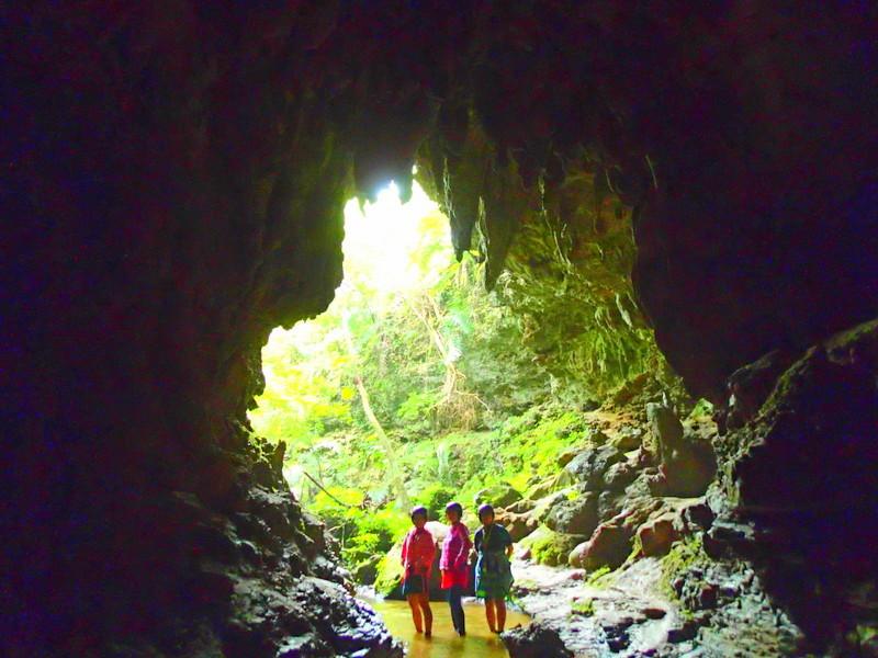 西表島ケンガイドがおすすめする石垣・西表島旅行で人気のアクティビティツアー体験、カヌーでマングローブクルーズ、トレッキングでジャングル探検滝巡り&鍾乳洞探検で遊ぼう!