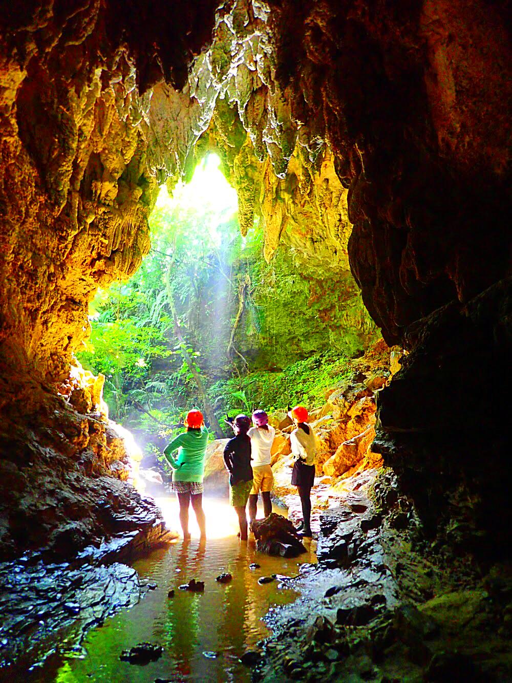 西表・石垣島旅行で西表おすすめツアー人気のケンガイドがおすすめする秘境パワースポット巡り・学生旅行・家族旅行・女子旅行で人気の西表SUPでマングローブ&ジャングル探検トレッキング滝巡り!