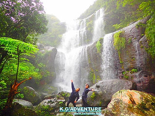 石垣島旅行・西表島で人気の島旅トレッキングツアー!パワースポット秘境ユツンの滝巡りを!西表島ケンガイドがおすすめする観光アクティビティ・島旅トレッキングでユツンの滝を目指します。学生旅行・女子旅行割引もあり、石垣島・小浜島から日帰り参加もOK!