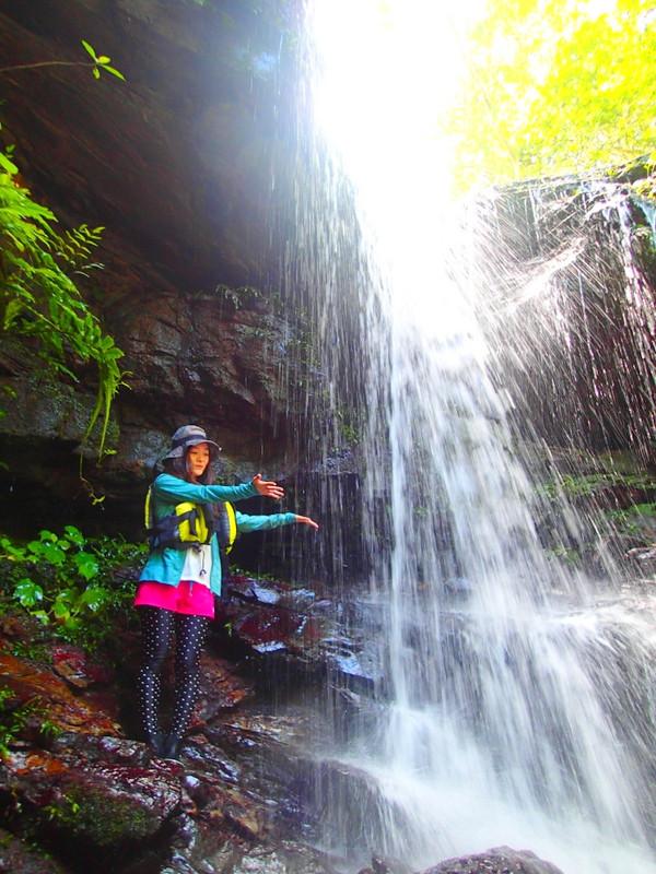 西表カヌーツアー・石垣島旅行で人気の遊び西表おすすめカヌー&シャワートレック滝巡りツアー・西表島ケンガイドおすすめシャワートレック滝巡りツアーで女子旅行・家族旅行・学生旅行アクティビティ体験、カヌーでマングローブ&シャワートレックで秘境パワースポット滝巡り!本物の島旅アウトドア体験を。