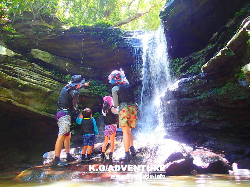 今年の夏休みは家族旅行で石垣島・西表島へ遊びに行こう!西表島ツアーランキング1位の西表島ケンガイドが家族旅行におすすめする人気のアクティビティツアー体験、マングローブをカヌー・SUP・スタンドアップパドルボードでジャングル探検で滝めぐりやキャニオニングでアドベンチャー体験を、アドベンチャーボートで行くパナリ島シュノーケルで八重山を遊びつくそう!