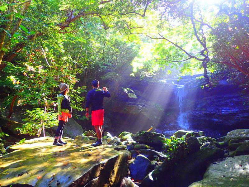 西表・石垣島旅行で西表おすすめツアー人気のケンガイドがおすすめするパワースポット巡り・女子旅行・学生旅行おすすめ西表アクティビティツアー・SUPでマングローブ&ジャングル探検トレッキング滝巡り!本物の冒険と感動体験を!
