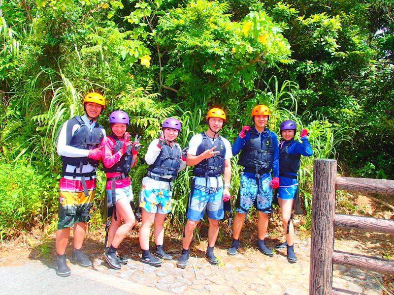 今年の夏休みはお得な格安ツアー割引プラン!女子旅家族旅行で石垣島・西表島へ遊びに行こう!西表島ツアーランキング1位の西表島ケンガイドが家族旅行におすすめする人気のアクティビティツアー体験、マングローブをカヌー・SUP・スタンドアップパドルボードでジャングル探検で滝めぐりやキャニオニングでアドベンチャー体験を、アドベンチャーボートで行くパナリ島シュノーケルで八重山を遊びつくそう!
