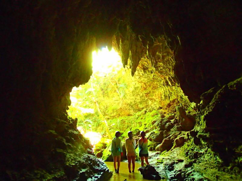 沖縄旅行に行くなら格安ツアーで離島、石垣島・西表島・竹富島で遊ぼう!人気の観光スポット・川平湾や平久保灯台・竹富島・由布島観光をした後は、お得な割引プランで人気のアクティビティツアー体験をご紹介、西表島ツアーランキング人気のケンガイドがおすすめするカヌー・SUP・スタンドアップパドルボードでジャングル探検滝めぐりや、アドベンチャーボートで行くパナリ島シュノーケリング、星砂の浜シュノーケルで石垣島旅行を遊びつくそう!