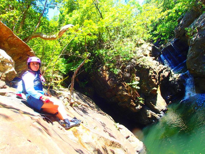 サマーキャンペーン離島ツアー夏休み旅行で人気の離島、石垣島・小浜島・西表島を格安ツアーで遊ぼう!人気の島内観光スポット川平湾・平久保灯台・竹富島を観光した後は、石垣島・西表島ツアーランキング人気のケンガイドがおすすめするアクティビティツアー体験をご紹介、カヌー&由布島観光や SUP&ジャングル探検、アドベンチャーボートで行くパナリ島シュノーケル・星砂の浜シュノーケリングなど家族旅行・女子旅をお得な割引プランで遊びつくそう!