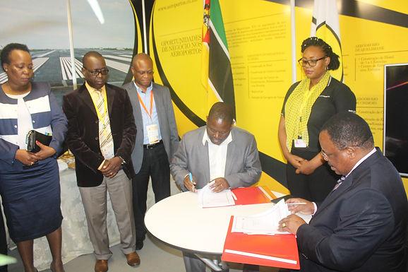 Assinatura do Memorando de Entendimento entre a Empresa Moçambicana de Exploração Mineira, SA e a Em