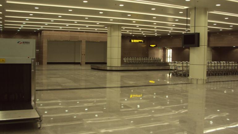 Tapetes-rolantes-da-sala-do-desembarque-do-novo-terminal-internacional-de-Maputo_galleryfull
