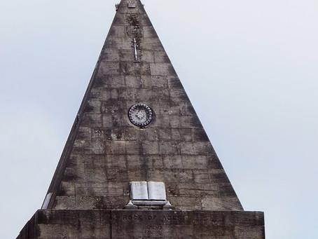 Pyramide au Cimetière du Château de STIRLING (ECO)