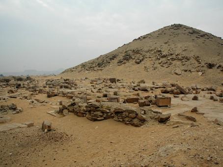 LA PYRAMIDE DE DJEKARÊ ISESI (EGY)