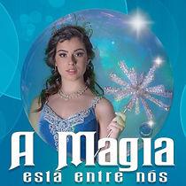 Personagem Glinda, vivida por Helena Bulgarelli, com caracterização de Necessaire Fashion