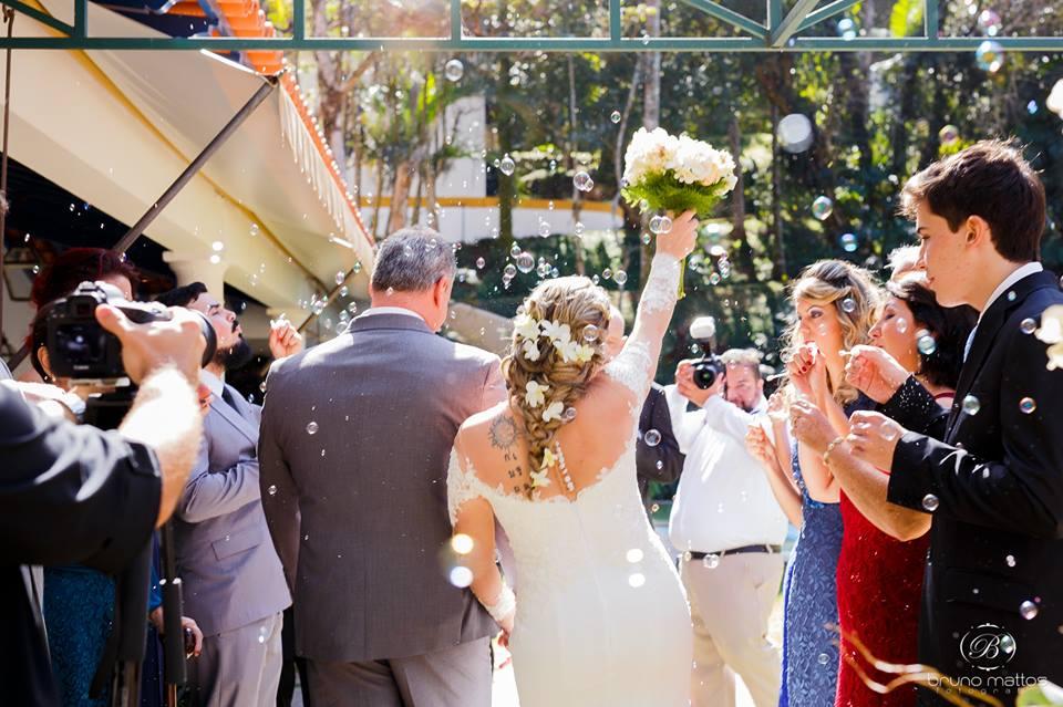 Noiva Simone ao final da cerimônia