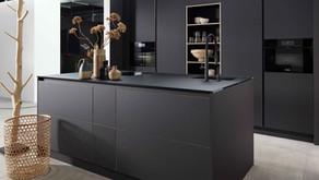 tout de noir vêtue, votre cuisine prends de la profondeur