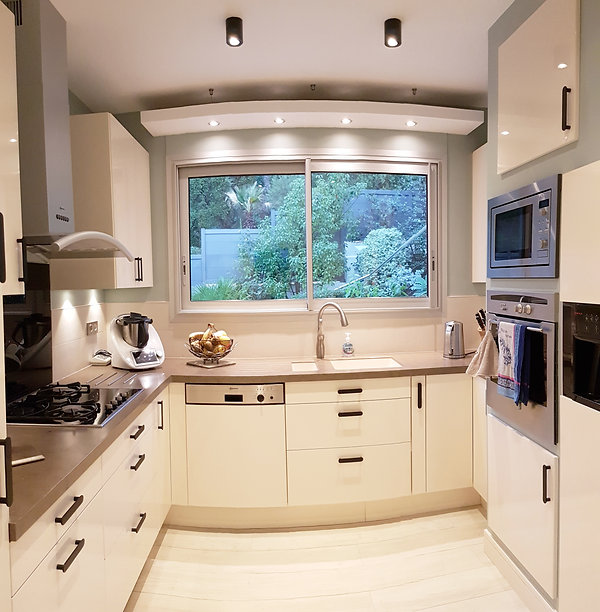Rénovation d'une cuisine à La Londe Les Maures, par l'architecte décorateur d'intérieur Mosser Intérieur Design dans le Var